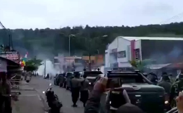 [FULL] Video Kerusuhan di Manokwari, Toko Dijarah dan Dibakar