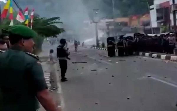 'Video' Kerusuhan di Manokwari Kian Mencekam