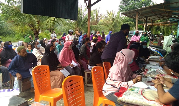Bantuan ppkm beras bulog kecamatan tualang